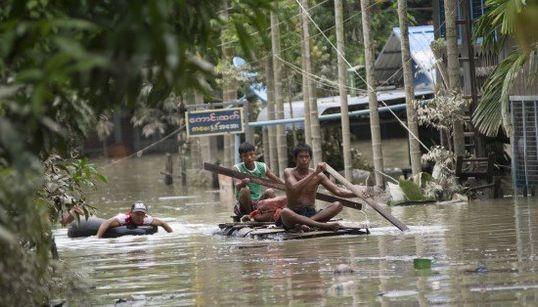 ミャンマー洪水 47人死亡、21万人被災 西部に非常事態宣言