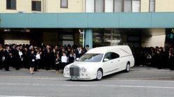 福岡の保育士刺殺、婚約者が遺影に「結婚してください」涙の別れ