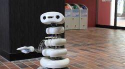 モジモジしながらティッシュ配り。「弱いロボット」に共感集まる(動画)