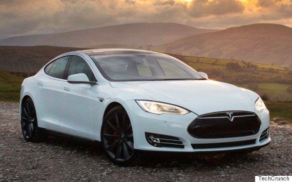 テスラでも自動運転車が実現 無人でも車が自身で走る機能が搭載