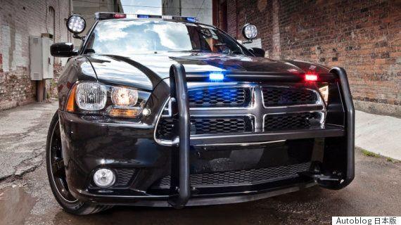「今日の朝、こんなのを見付けた...」 パトカーの車内で熟睡する警察官が地元住民に激写される