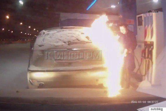 極寒ロシアのガソリンスタンドで、給油中ライターを近付けた結果...(動画)