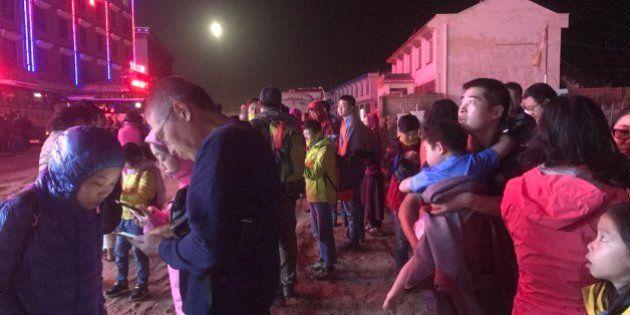 中国・九寨溝で大地震、死者100人の恐れも 観光客3万人が避難(画像集)