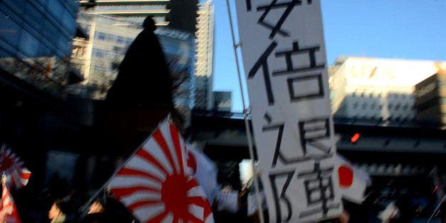 慰安婦問題の日韓合意に反対するヘイトスピーチの団体「安倍退陣」掲げ銀座でデモ