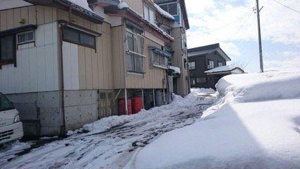 雪下ろしで高齢者が亡くなった。私はその家を訪ねた。
