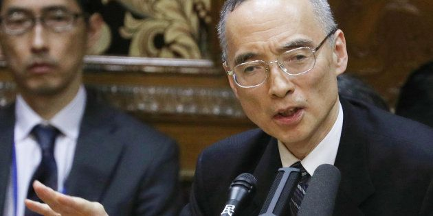 参議院予算委員会で答弁する財務省の太田充理財局長