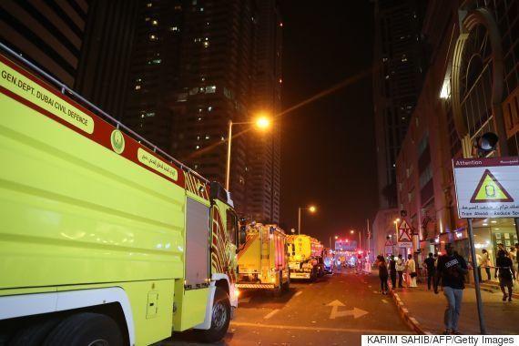 ドバイの86階建マンションで火災 巨大な火柱、外壁に広がる(画像・動画)