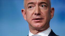 アマゾンCEOのジェフ・ベゾス氏、空に向かってシュールな「重大発表」(動画)