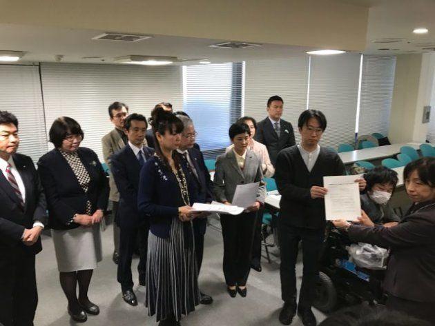 金沢市役所の刺傷事件と、生活保護打ち切り。