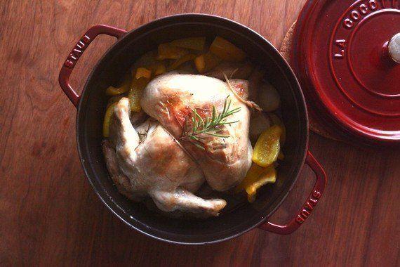 ワイン片手に!夫婦ふたりで作る 丸鶏主役のパーティ料理!