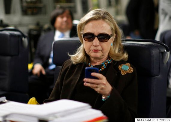 クリントン氏を国務省が援護?