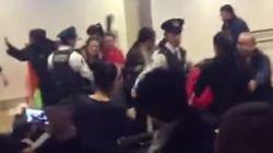 中国人100人、大雪での欠航に抗議 新千歳空港、警察官ともみ合いも