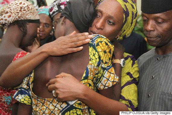 ボコ・ハラムに拉致された女子生徒たち、両親らと再会で歓喜のダンス(動画)