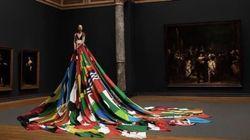 72カ国の国旗でできた美しいドレスは、