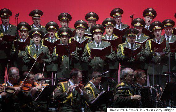 92人搭乗のロシア軍機が黒海に墜落、乗っていた「赤軍合唱団」とは?