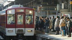 視覚障害のある男性、またホームから転落死 大阪で特急にはねられる