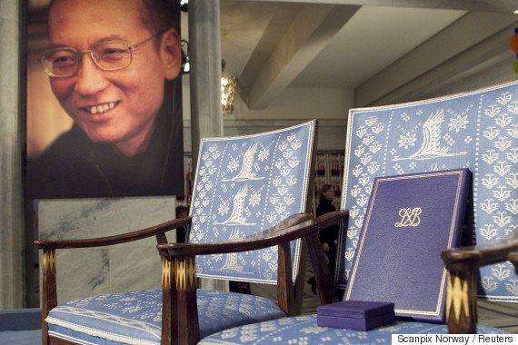劉暁波氏への追悼、検閲で削除。そこで投稿されたのは「椅子」だった