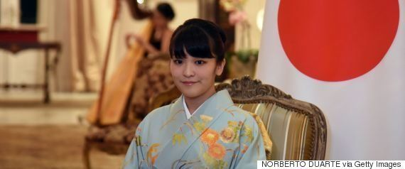 眞子さまの婚約内定発表を延期、豪雨被害受け