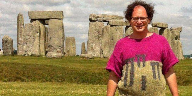 手編みの「ダサかわ名所セーター」で自撮りの男性にほっこり(画像)