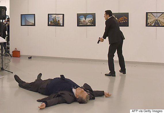 トルコでロシア大使が射殺される 「アレッポを忘れるな」と犯人叫ぶ
