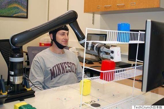 人の心でロボットを制御できる技術がついに誕生、脳波によるロボットアームのコントロールに成功