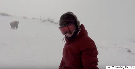 クマに追いかけられてるスノーボーダーいるし!