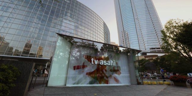 民間放送(民放)のテレビ局「テレビ朝日」本社社屋(左)と六本木ヒルズ森タワー=22日、東京都港区