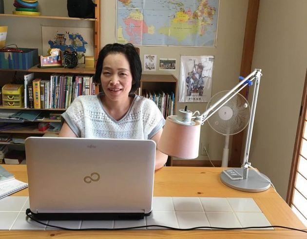 学校の先生の新たな働き方。自宅で授業を行うリモートワーク教師