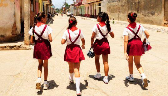 アフガンからキューバまで。勉学に励む女子生徒は、世界のどこでも応援したくなる(画像集)