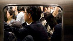 満員電車で死んだ目をしたサラリーマンは死んでいるのではない。チャージしているのだ。