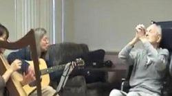 認知症の脳でも音楽は認識できる 音楽療法の患者・家族への効果