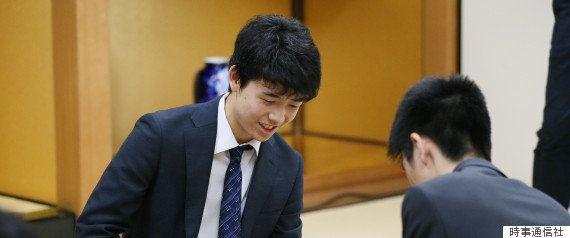 藤井聡太四段の29連勝、羽生善治三冠が絶賛「檜舞台で顔を合わせる日を楽しみに...」