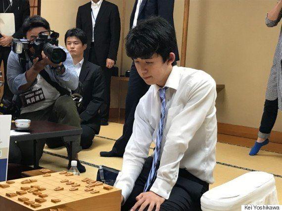 藤井聡太四段が公式戦29連勝、30年ぶり新記録 増田康宏四段を11時間の激闘で破る