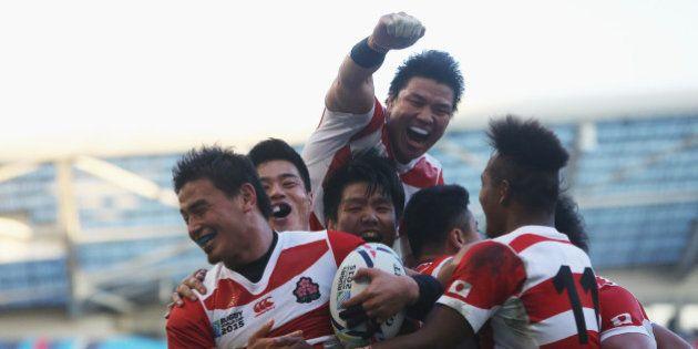 BRIGHTON, ENGLAND - SEPTEMBER 19: Ayumu Goromaru of Japan ceelbrates scoring the second try during the...