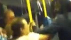 ロンドンでの人種差別が深刻なことが伝わる、バス内の激しい殴り合いの動画