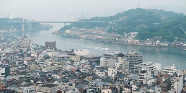 千光寺公園から臨む尾道水道。右奥は向島=28日、広島県尾道市