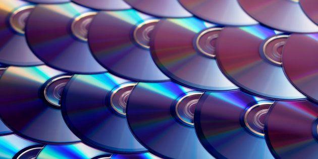 デジタルデータを100年以上保管するメモリ