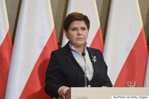 ポーランドで中絶をほぼ全面禁止する法案に抗議する10万人デモ、政府も可決阻止へ