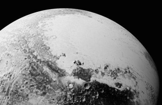 砂浜もあれば山脈もある 冥王星はミステリアス(画像)