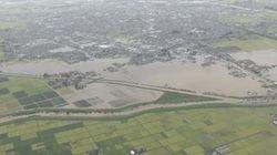 渋井川の堤防が決壊、1200人が孤立