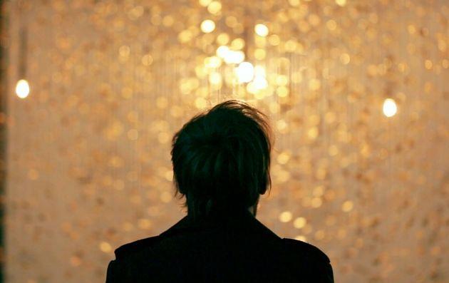 原始宇宙の輝きがここに。世界を魅了した光と時計が織りなすインスタレーションが示すもの