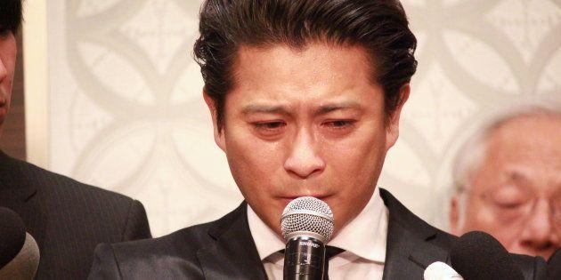 4月26日に記者会見した山口達也さん
