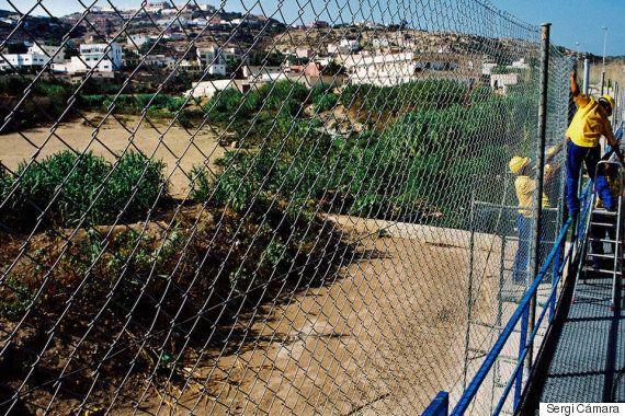 モロッコのスペイン飛び地にアフリカ難民が殺到