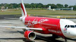 中国人の乗客は客室乗務員に熱湯を浴びせ、「飛行機を爆破する」と脅し、「自殺する」と叫んだ。
