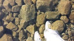 まるで空中散歩 ガラスのように凍った湖面を歩いてみた【動画】