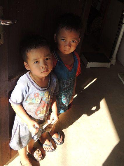 「この子のために、お金をください。」海外の道端で施しを求められた。何が正解?