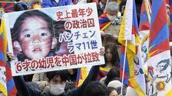 中国政府が連れ去ったパンチェン・ラマ11世「普通に暮らしている」 こじれた経緯とは?