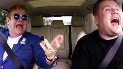 エルトン・ジョン、ドライブしながら自分のヒット曲をノリノリで歌う(動画)