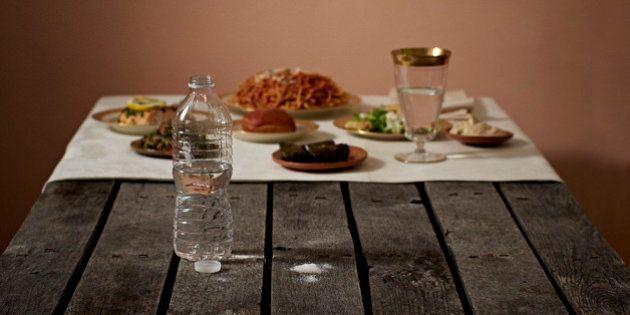 富裕層と貧困層の食事を並べてみた 「持てる者と持たざる者」の目に余る格差(画像)