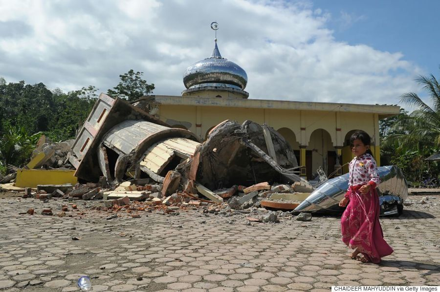 インドネシア・アチェでM6.5の地震、モスクなど建物倒壊で甚大な被害 少なくとも54人死亡(画像)